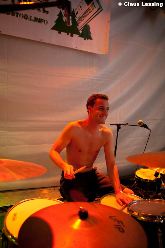 Der Mann an den Drums